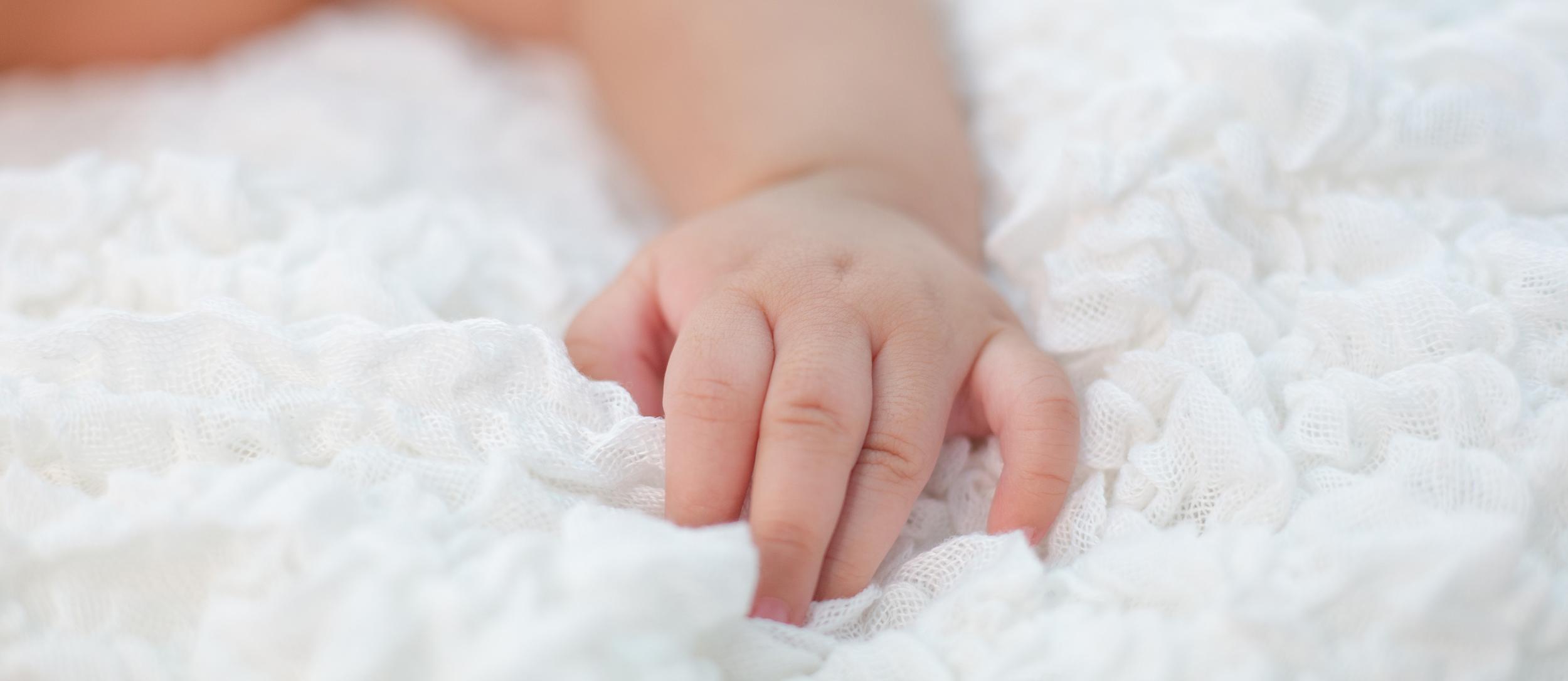 new born baby hand