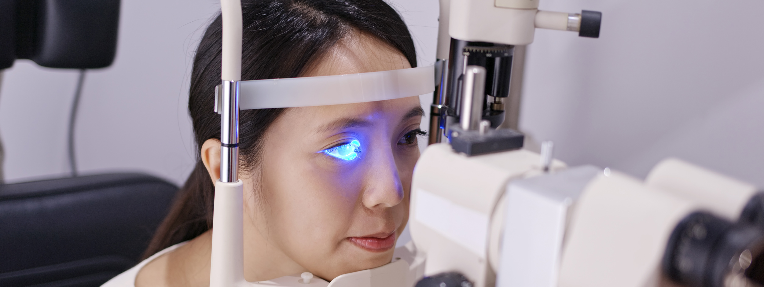 woman do eye test at clinic